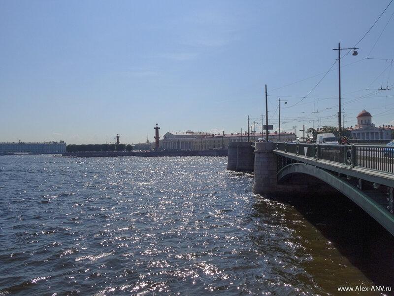 Вот и пройден Биржевой мост, Стрелка осталась позади, а я перешел на Петроградскую Сторону.