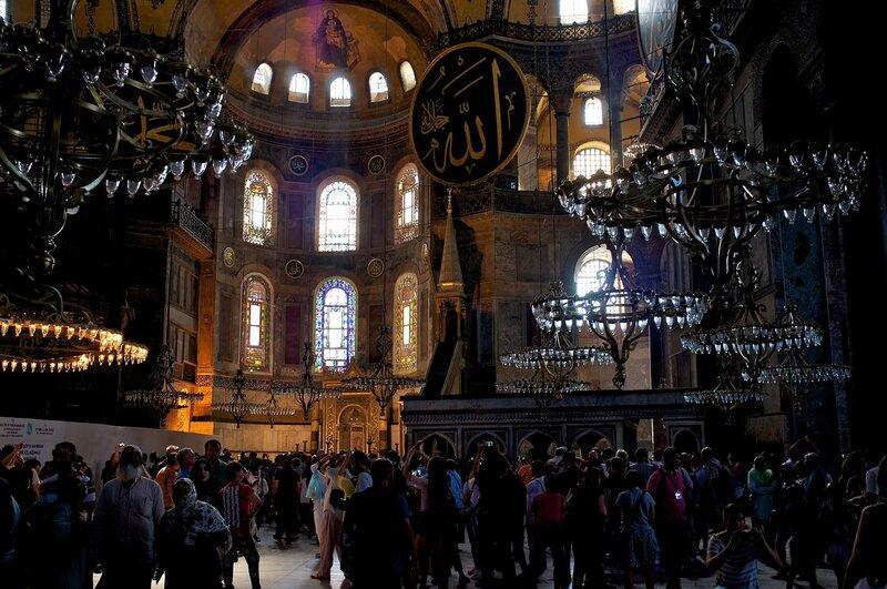 Стамбул. Толпы туристов в Айя Софии.