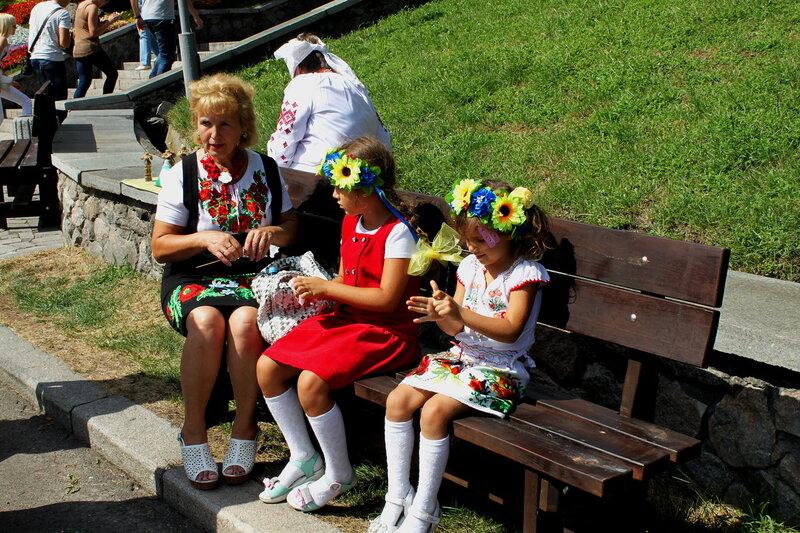 Посетители выставки цветов