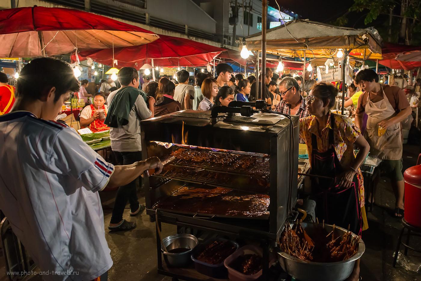 Фото 3. С пылу, с жару! Ночной рынок в городе Пхитсанулок. Отзывы туристов о самостоятельном отдыхе в Таиланде. (Выдержка 1/200 секунды)