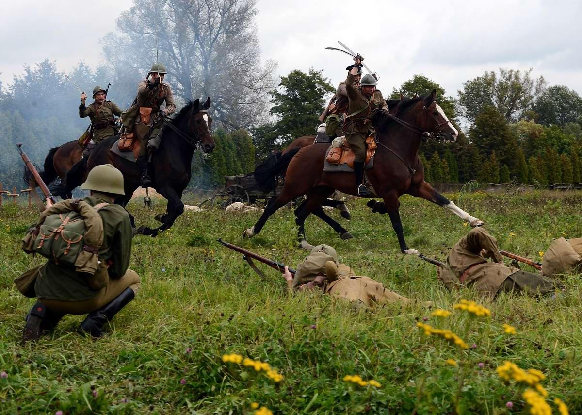 Реконструкция сражения начала Второй мировой войны с участием польских кавалеристов в окрестностях Варшавы