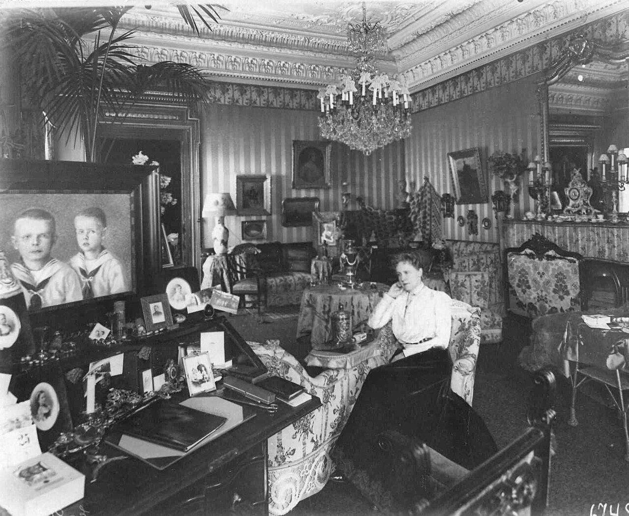 21. Гостиная в посольстве. 1906