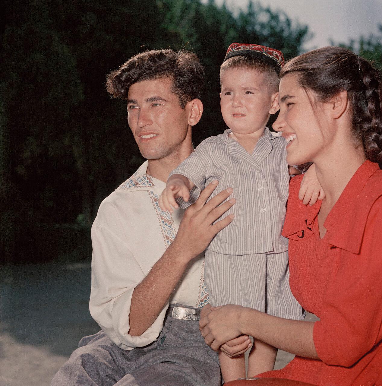 Молодая семья. Туркмения
