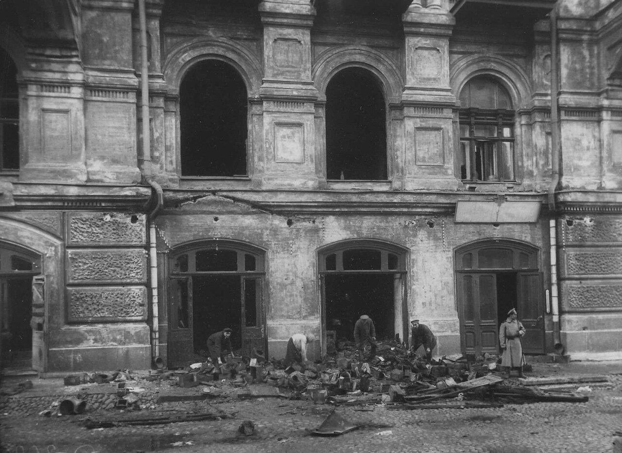 14. Разбор посылок солдатам и военно-полевой почты после пожара в здании театра