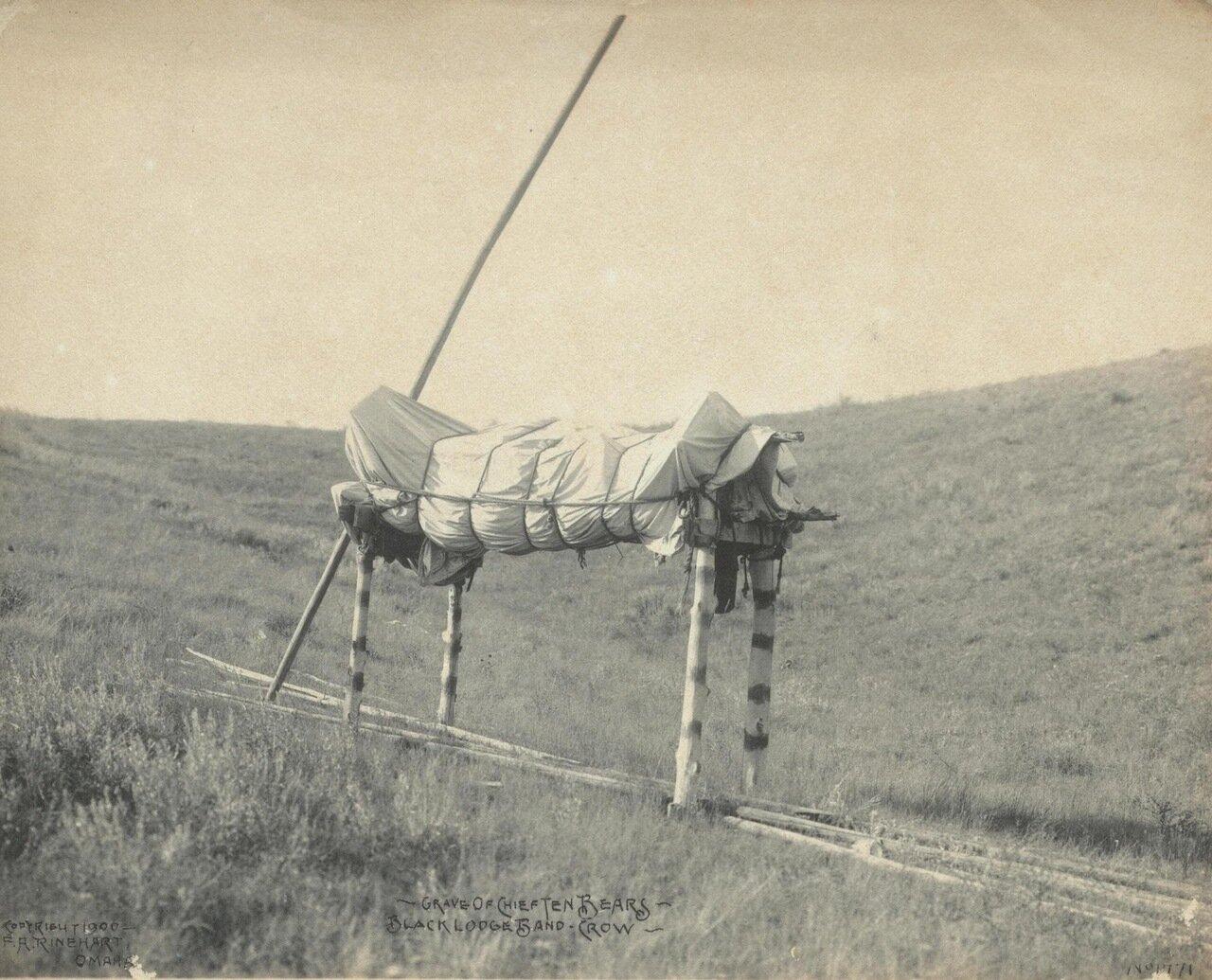 Могила вождя 10 медведей. Племя Кроу. 1900