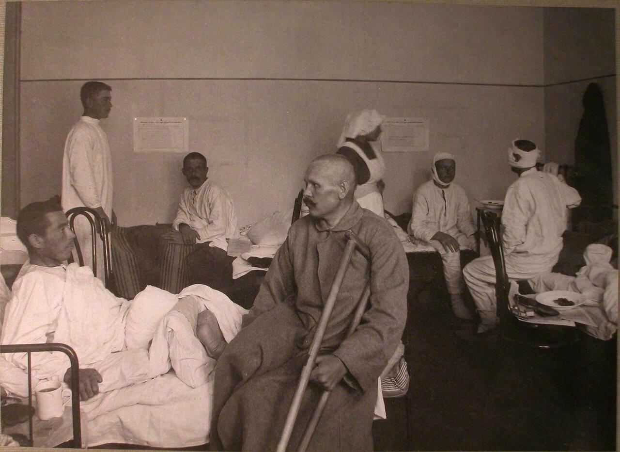 30. Раненые в палате лазарета, устроенного Еврейским Благотворительным обществом