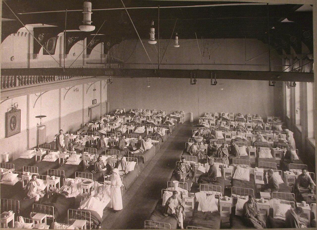 15. Раненые в палате лазарета, устроенного членами Охотничьего клуба в доме Гимнастического общества