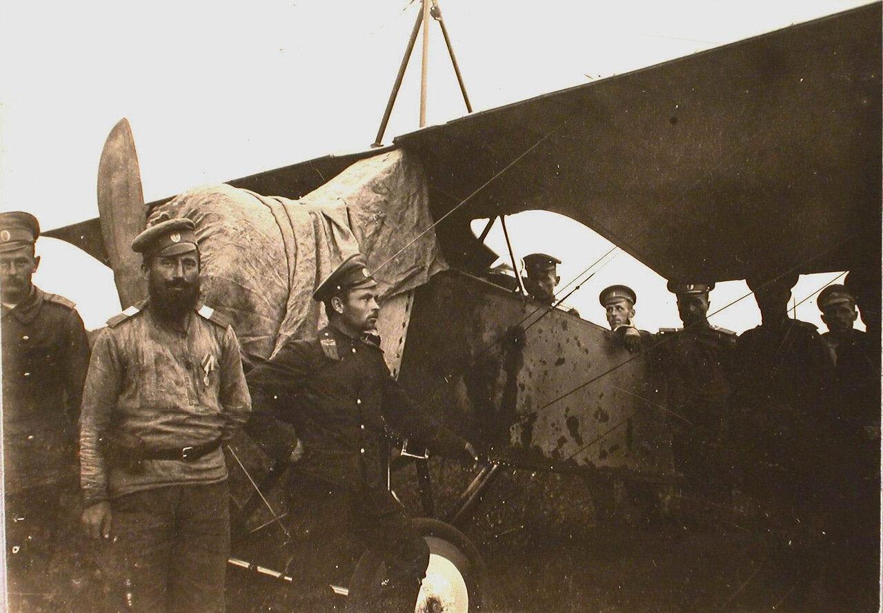 39. Группа офицеров отряда у летательного аппарата. Июль-август 1915. Ковель