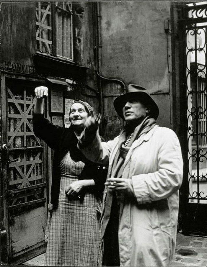 Пикассо и консьержка в мастерской на улице Великих Августинцев