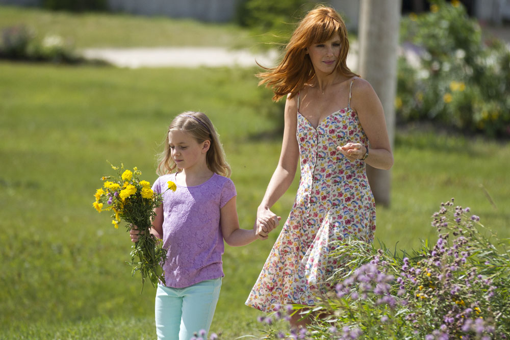 Lane Styles (left) and Kelly Reilly in TriStar Pictures' HEAVEN IS FOR REAL.