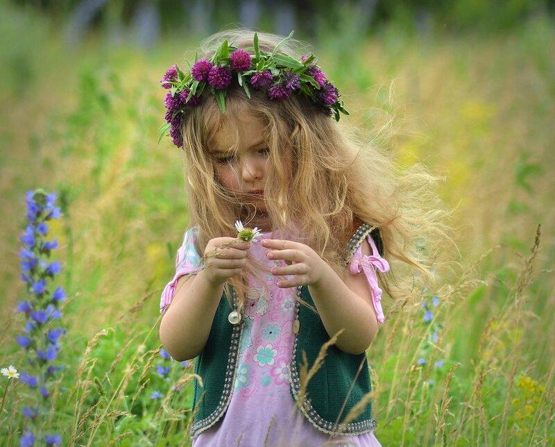 Вышла в поле Поветруля,молодая Поветруля...