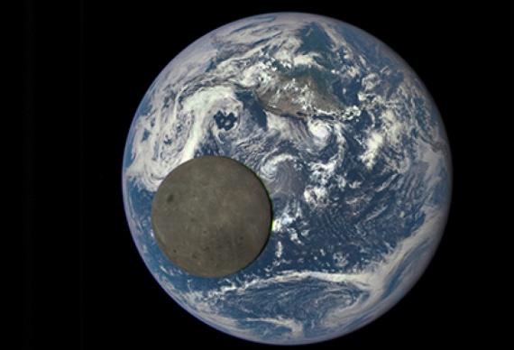 NASA выкладывает фото обратной стороны Луны