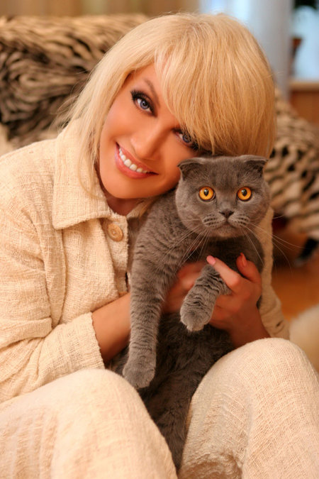 Таисия Повалий с кошкой