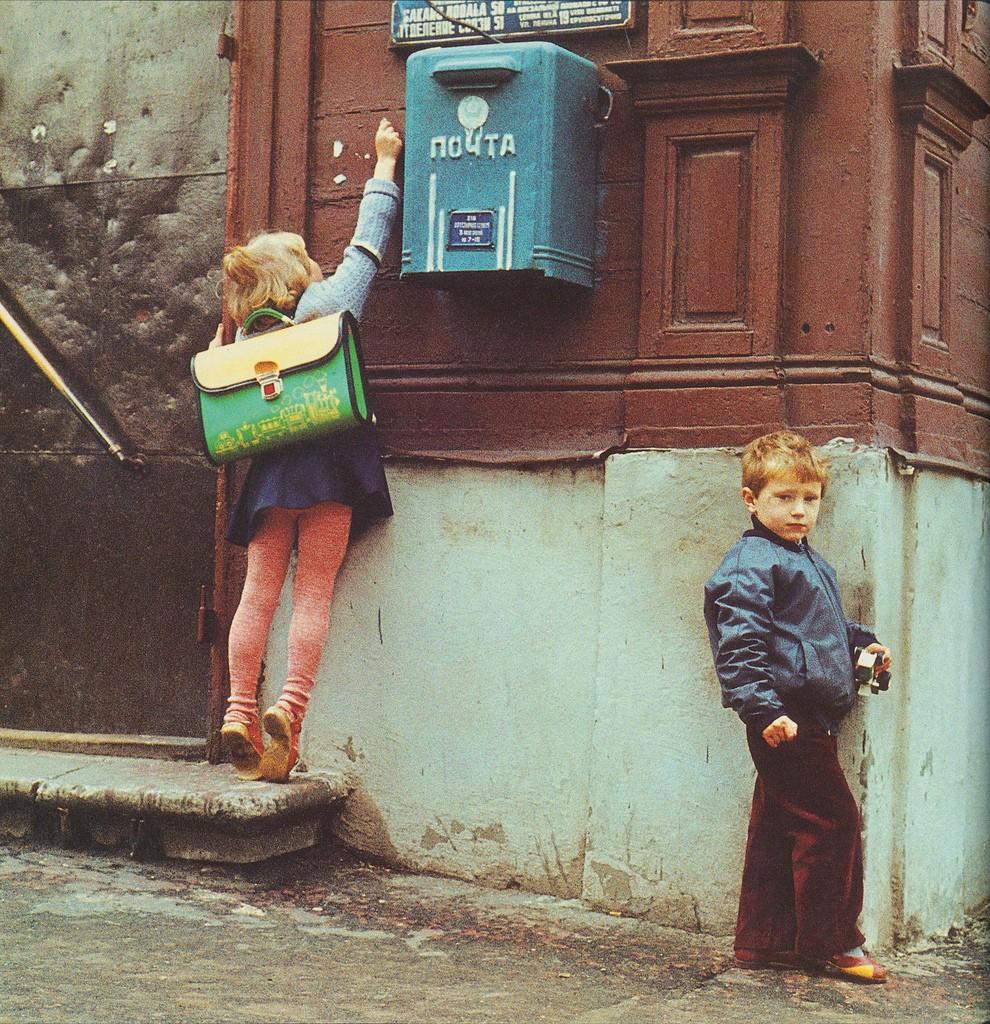1. Непросто бросить письмо в почтовый ящик, если ты младшеклассник.