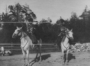 Казаки конвоя на лошадях.