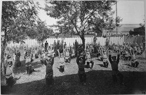 Группа воспитанников Псковского начального железнодорожного училища во время занятий в саду.