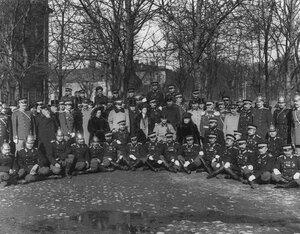Группа членов пожарного общества с Великой княгиней Марией Павловной.