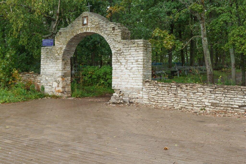 Каменные ворота, изборское кладбище, Изборск, Труворово городище