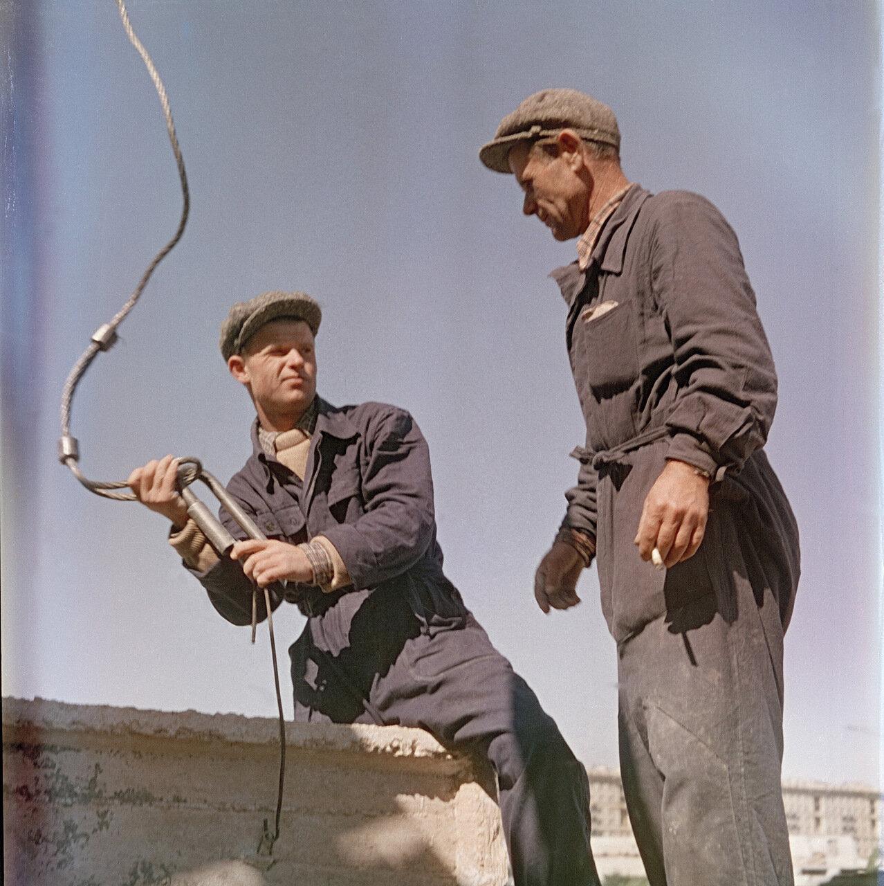 Монтажники череповецкого завода