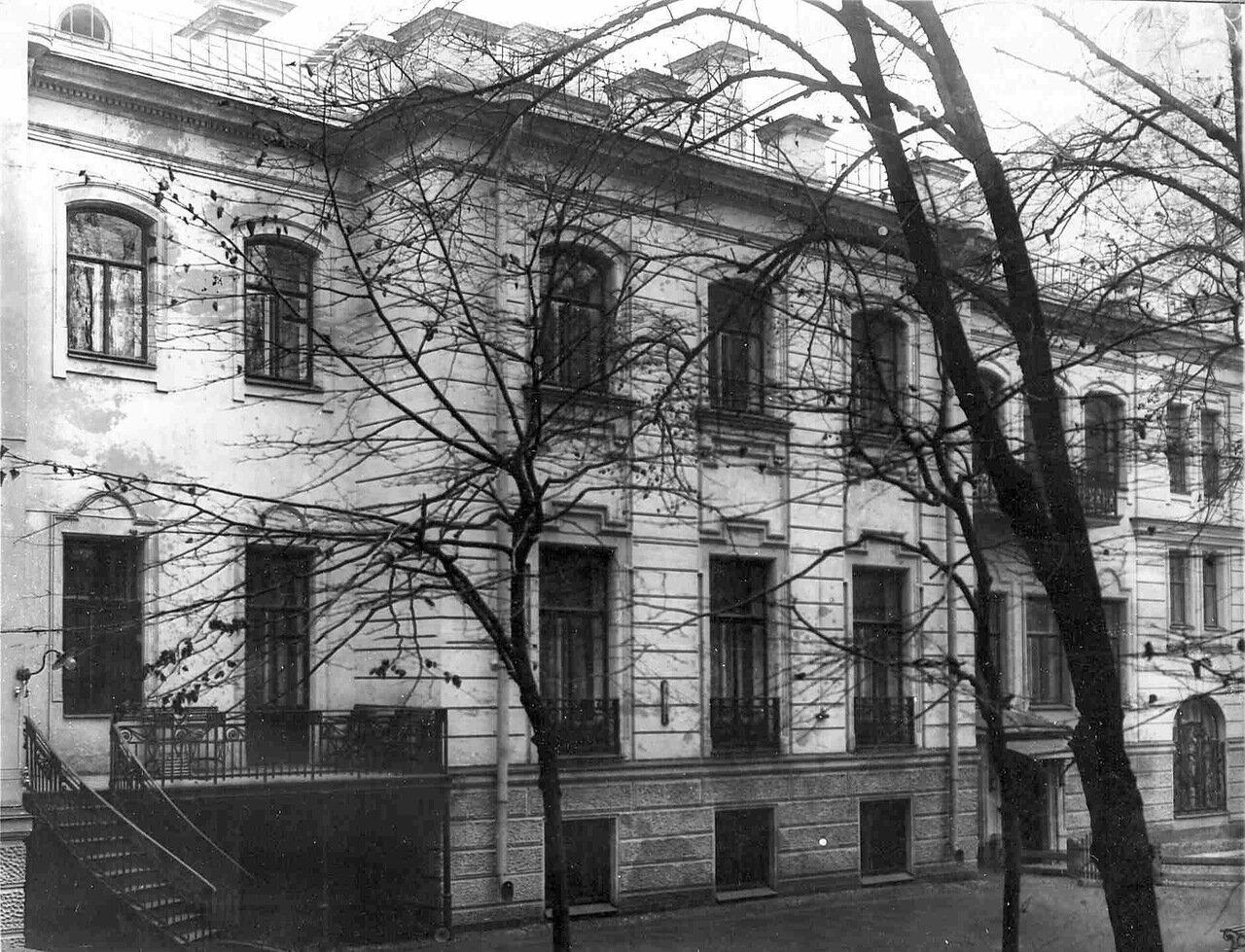 03. Вид на особняк И.Д.Бонштедта со двора (архитектор В.В.Шауб, 1898-1899)