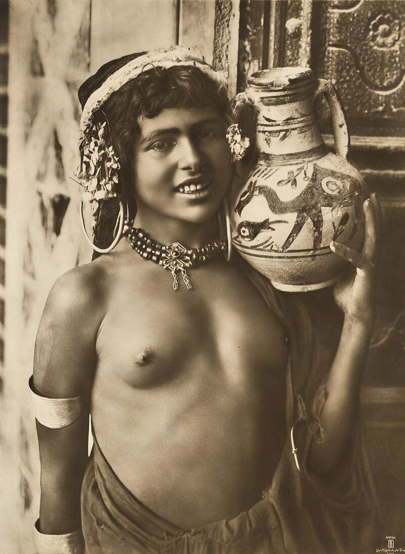 1904. Арабская девушка