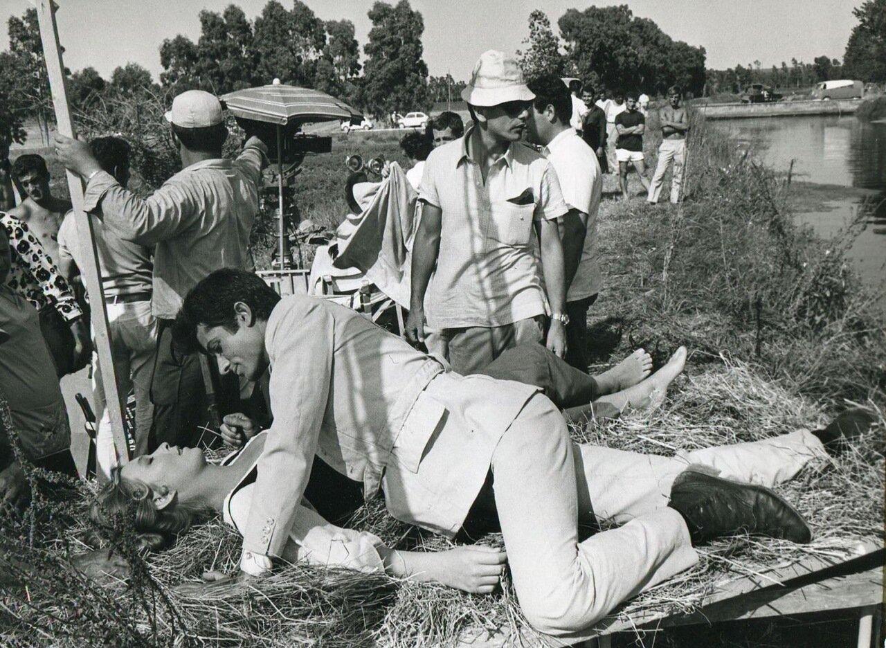 1960. Марина Влади на съемках