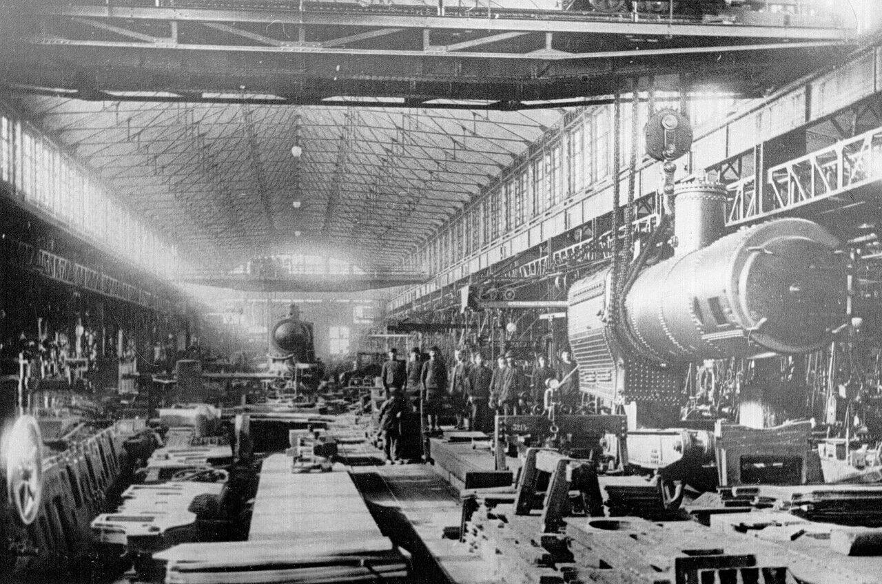 21. Внутренний вид паровозно-механической мастерской завода