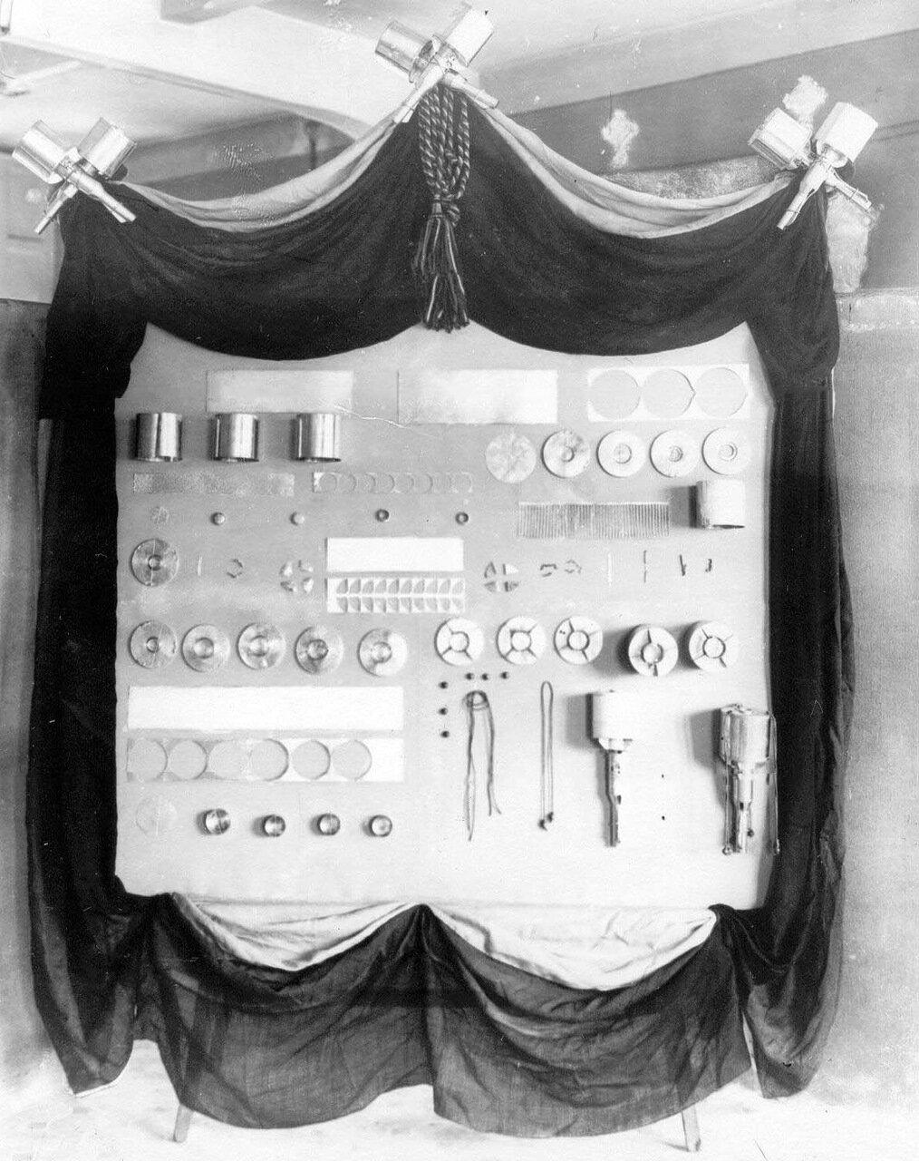 16. Образцы ручных гранат, изготовленных на фабрике. 1916