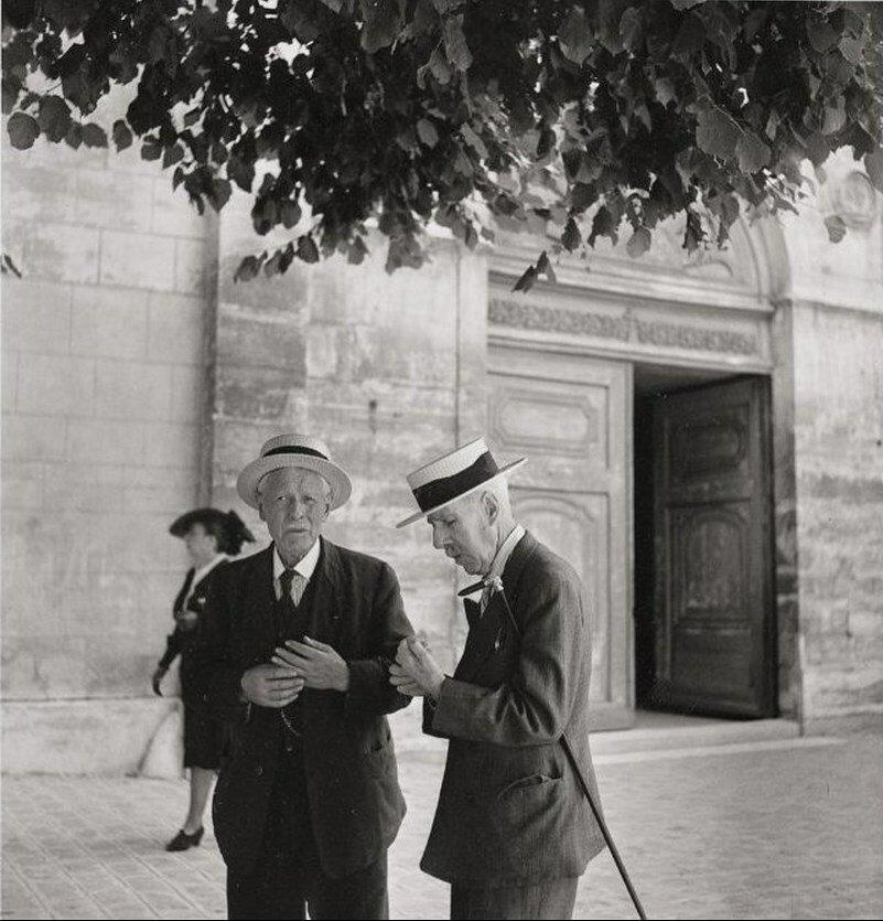 1945. После мессы