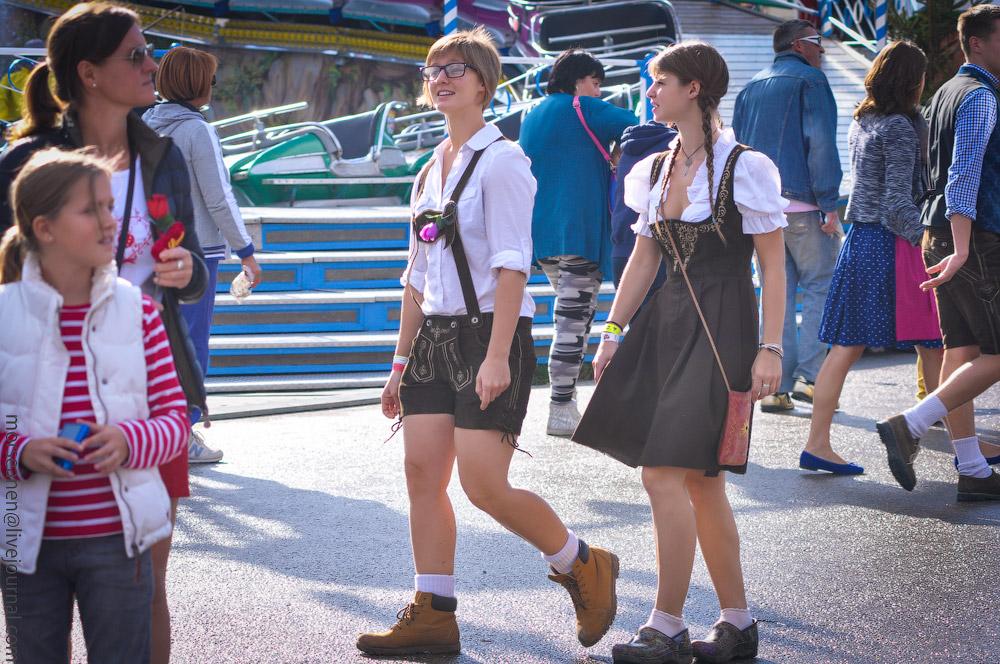 girls-Oktoberfest-(12).jpg
