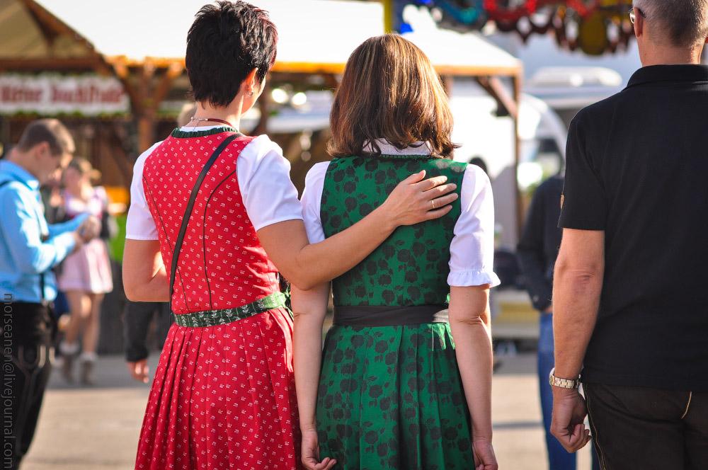 Женские выпуклости и впадины на Октоберфесте girls-Oktoberfest-(32).jpg
