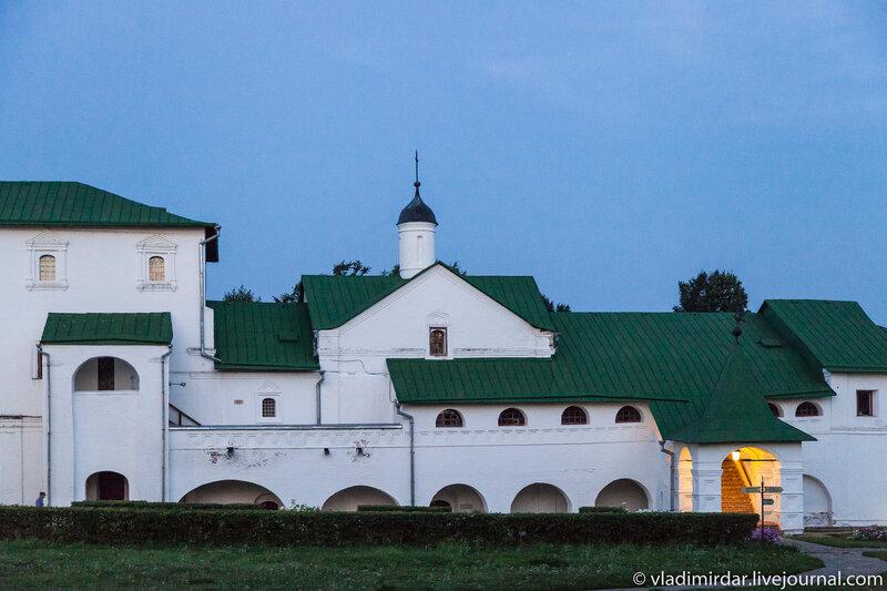 Трапезная церковь архирейских палат суздальского кремля