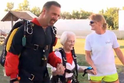 В США старушка 90-лет мечтала прыгнуть с парашютом и сделала это!
