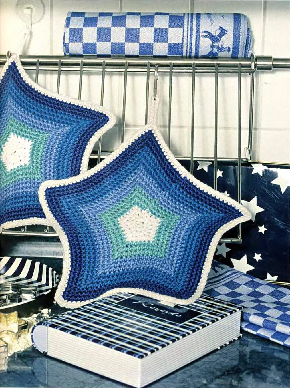 Морская тема в трикотаже. Прихватки для кухни в виде морских звезд. Синий, бирюзовый, белый