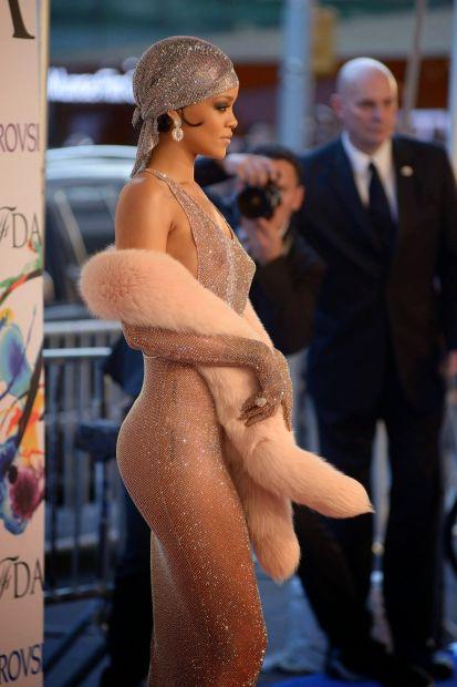 ФОТО: Суперсексуальное прозрачное платье Рианны с открытыми сосками и попой
