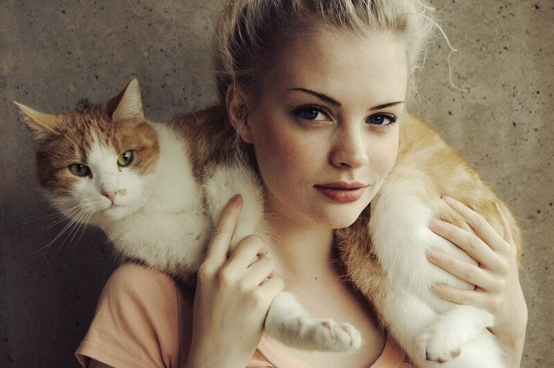 Hipster-Girls-With-Cat.jpg