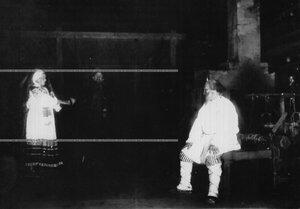 """Сцена из 1-го акта спектакля по пьесе Л.Н. Толстого """"Власть тьмы""""."""