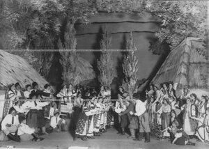 """Заключительная сцена 1-го действия оперы А.Н. Римского-Корсакова """"Майская ночь""""."""