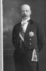 Посол барон Мирбах Вильгельм (1871-1918) глава особой германской миссии в Петрограде во время брест-литовских переговоров. После заключения Брестского мира - посол в Москве.