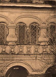 Вид части стены с окнами (деталь паперти) церкви Николая Чудотворца. Москва г.