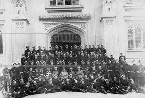 Группа солдат и офицеров сводно-гвардейского батальона .