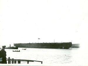 Линейный корабль Севастополь на Неве после спуска.