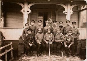 Группа военных из состава 7-ой Авиароты стоят слева направо - доктор Калинин, доктор Лейцит, прапорщик Румянцев, прапорщик Короводин, делопроизводитель Белоусов, прапорщик Кондратенко, механик Таманов