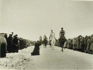 Местный житель подает прошение императору Николаю II