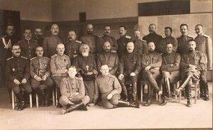 Группа чинов отдела дежурного генерала штаба XII армии четвертый справа сидит полковник Эллерс.