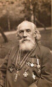 Настоятель походной церкви штаба XII армии протоиерей отец К. Максимович.