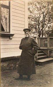 Командующий XII армией генерал от инфантерии В. Н. Горбатовский у своего дома.