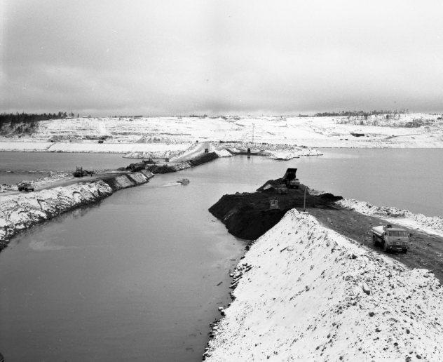 198710 25 Перекрытие Ангары, вид на правый берег(банкет №3,4).jpg