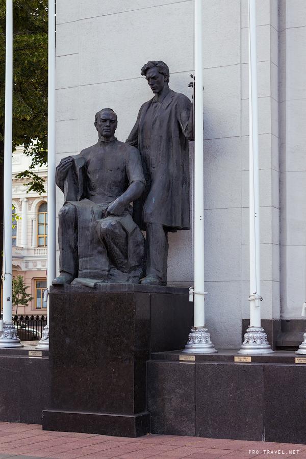 Памятники и скульптура Киева