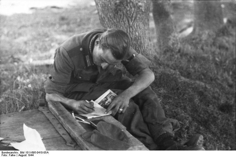 Warschauer Aufstand, schreibender Soldat